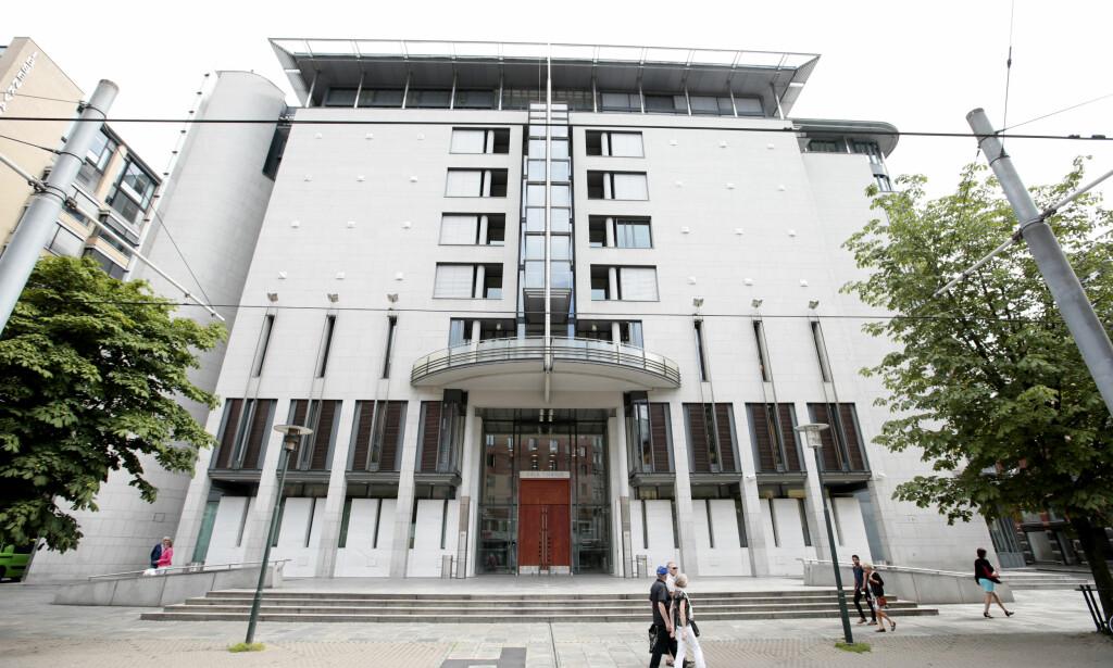 TILTALT: En mann i slutten av tenårene er tiltalt for drapsforsøk etter å ha knivstukket en mann gjentatte ganger i en leilighet i Oslo i september i fjor. Foto: Lise Åserud / NTB scanpix