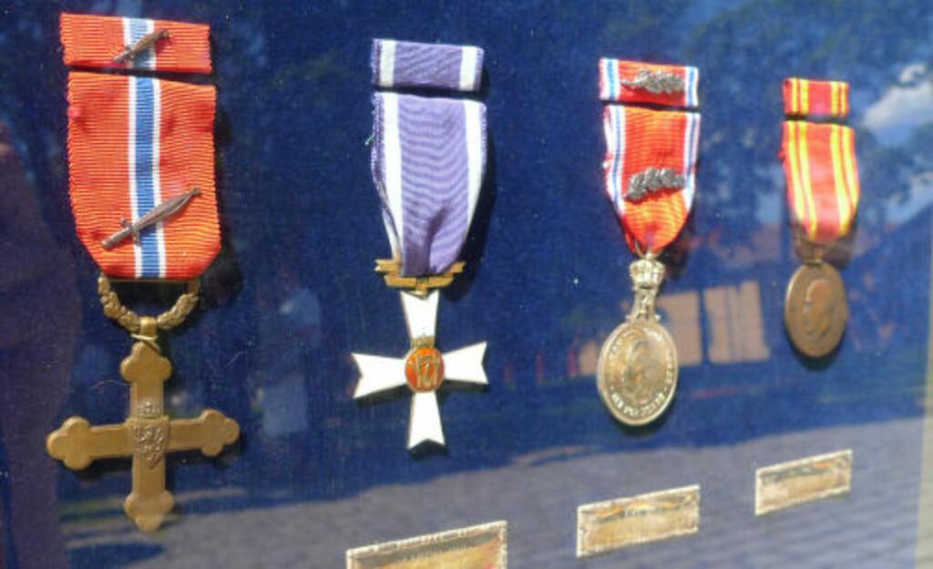 SJELDEN: Det er 60 år siden sist medaljem ble tildelt. Det er den til venstre. I alt har 273 personer fått utmerkelsen for sin innsats under Den andre verdenskrig. Nå vil også særskilt heltemot under nyere konflikter kunne kvalifisere til medaljen. Foto: Kristoffer Egeberg