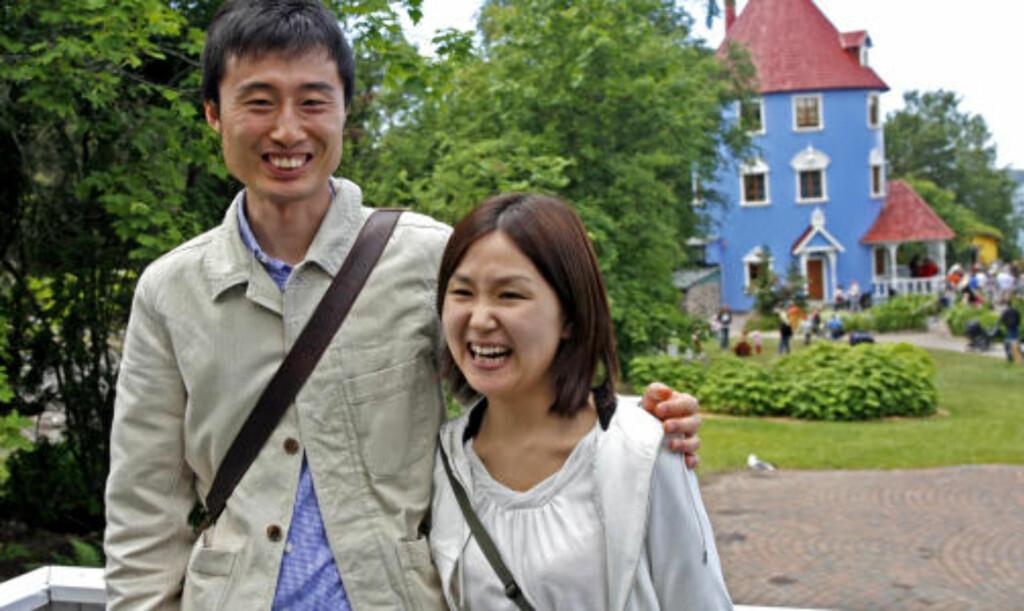 STOR I JAPAN: Helt fra Japan dro dette ekteparet  for å oppleve Mummidalen. Saori (27) og Yositada (31) synes Mummi-eventyrene er både artige og gode.
