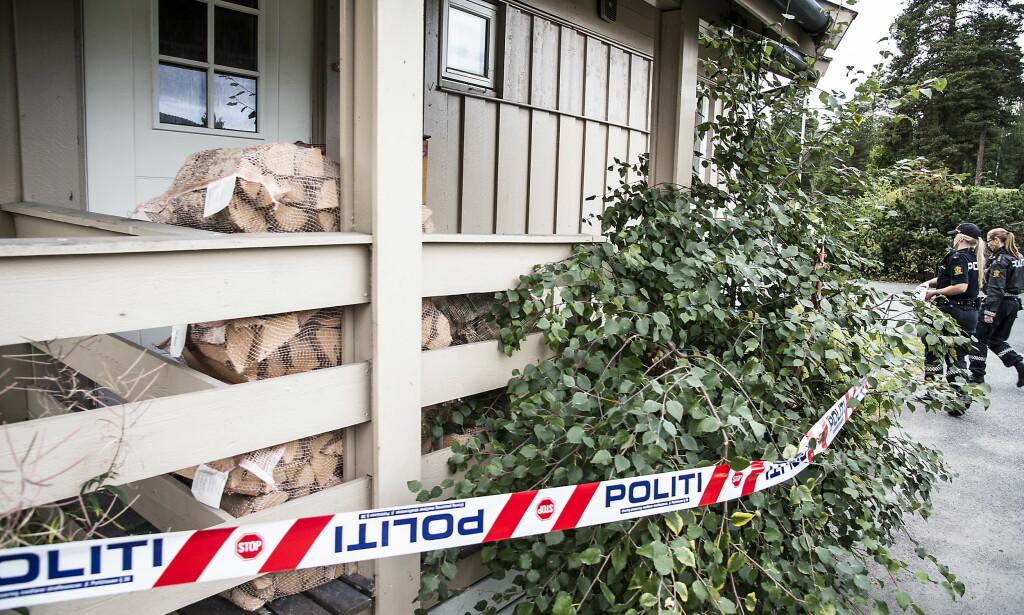FANT DNA: Nils Olav Bakken ble funnet drept ved et bål i Søndre Land. Her fra da kriminalteknikere finkjemmet hjemmet hans i utkanten av Dokka. Foto: Hans Arne Vedlog  /  Dagbladet