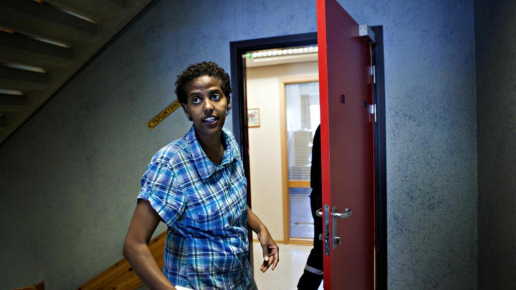 ANMELDTE HRS:  Her anmelder forfatteren Amal Aden stiftelsen Human Rights Service (HRS) til politiet. Foto: Nina Hansen