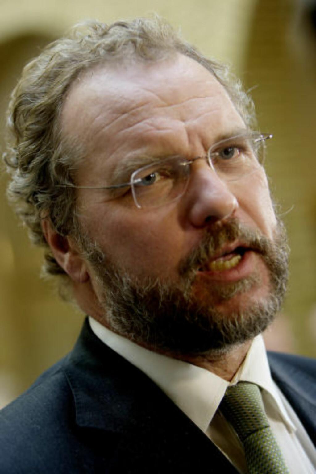 KRITISK: Lars Sponheim var i 2004 med på å gi penger til Human Rights Service, men han likte det ikke. FOTO: SCANPIX