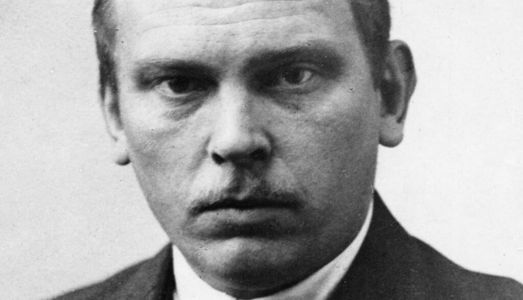 LYRIKER MED KRIMROMAN: Olaf Bull er regnet som en av Norges fremste lyrikere gjennom tidene. Krimromanen hans, «Mit navn er Knoph», er nummer 15. i Dagbladets krimkåring. Foto: NTBs arkiv