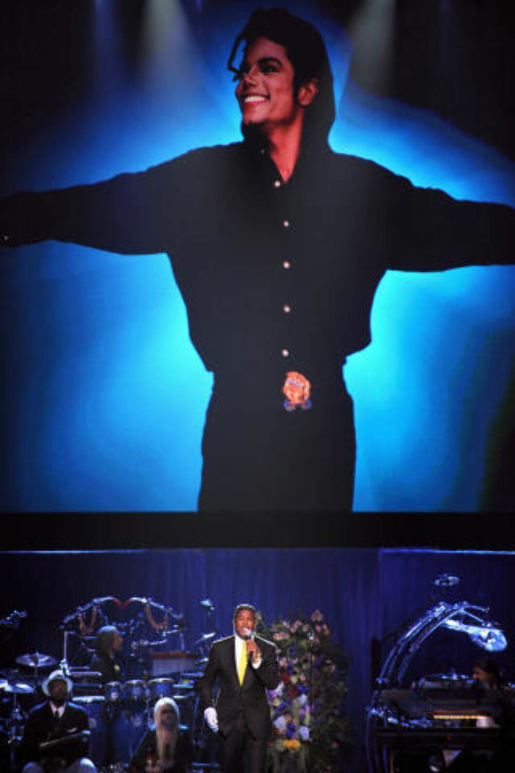<strong>MINNESTUND:</strong> Michael Jacksons bror, Jermaine Jackson, holder en tale under minnstunden på Staples Center i Los Angeles. Foto: AFP PHOTO/GABRIEL BOUYS/POOL/Scanpix