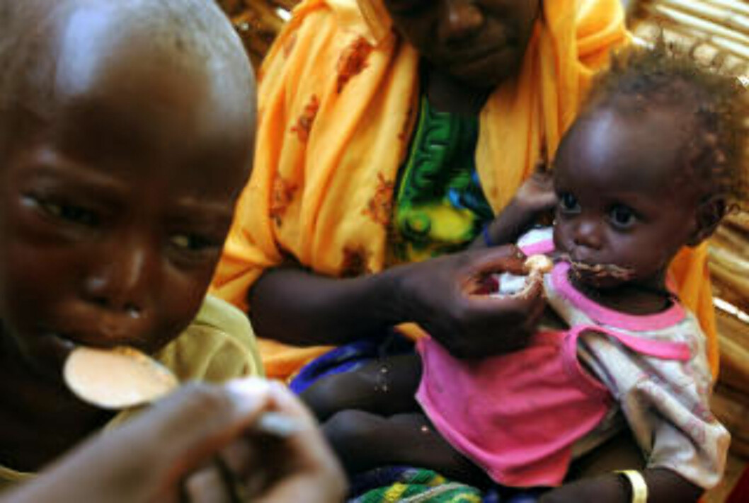 <strong>DARFUR:</strong> Siden 2003 er 300 000 mennesker er drept i Darfur. Nesten fem millioner er drevet på flukt. Dette bildet er fra Marnayleiren vest i Darfur i juni 2004. Foto: AFP/MARCO LONGARI/SCANPIX