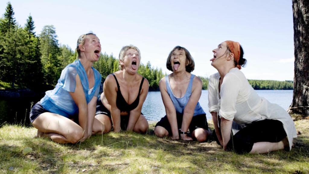 DEDIKERTE: Hvorfor gjøre yoga inne i svett treningssal? F.v.: Elizabeth Lyseng, Vigdis Busch Helgesen, Karen Margrethe Barstad og Ragnhild Gjærstad.