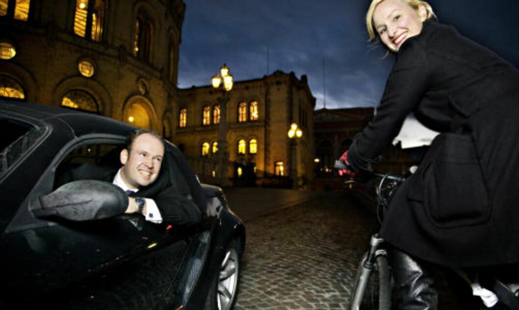 <strong>PÅKJØRT I RUNDKJØRING:</strong> Stortingsrepresentant Jørund H. Rytman (Frp) i sin bil.