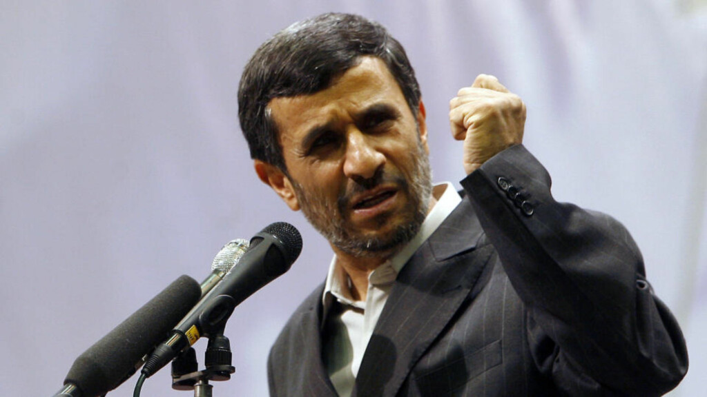 MISTENKES FOR ATOMPLANER: Diplomater med tilgang til hemmelig etterretningsinformasjon hevder at Mahmoud Ahmadinejad kan ha atomvåpen om et halvt år. Foto: AFP PHOTO/ISNA/ARASH KHAMOOSHI/Scanpix