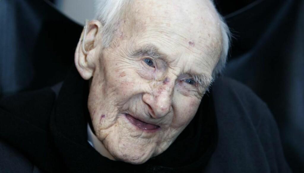 BLE 113 ÅR GAMMEL: Verdens eldste mann, Henry Allingham, er død. Foto: BRITAIN ANNIVERSARY MILITARY SOCIETY