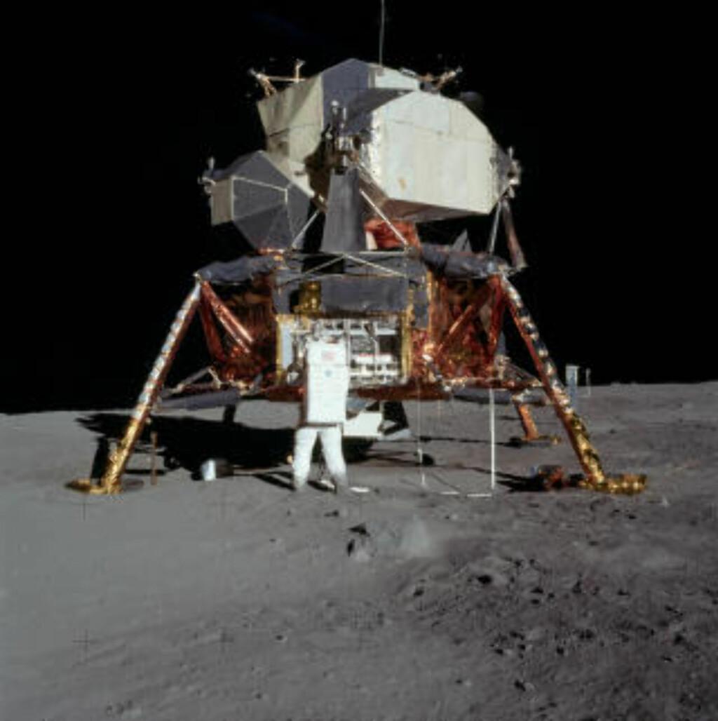 APOLLO 11: Her er astronaut Buzz Aldrin foran romstasjonen Apollo 11. Foto: NASA/Neil Armstrong