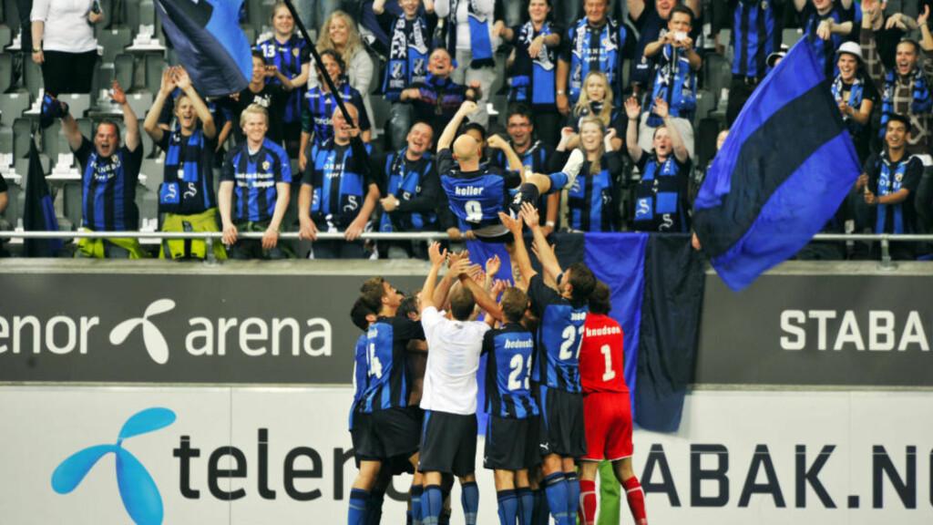 HYLLET: Christian Keller ble hyllet av spillere og fans på Fornebu i går. Nå vender dansken nesen mot tyrkisk fotball. Foto: Erik Berglund / DAGBLADET.