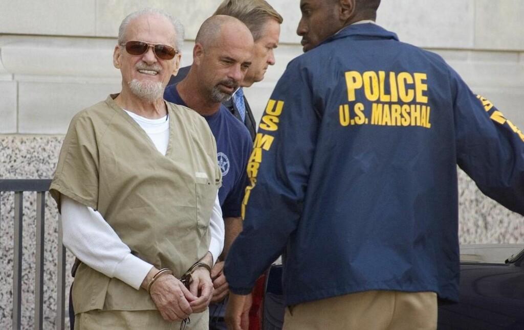 PEDOFIL EVANGELIST: Tony Alamo (74) ledes ut av retten i forrige uke. Alamo er nå dømt for å ha transportert fem jenter så unge som åtte år over statsgrensene i USA for å ha sex med dem. Foto: AP Photo/Texarkana Gazette/Evan Lewis/Scanpix