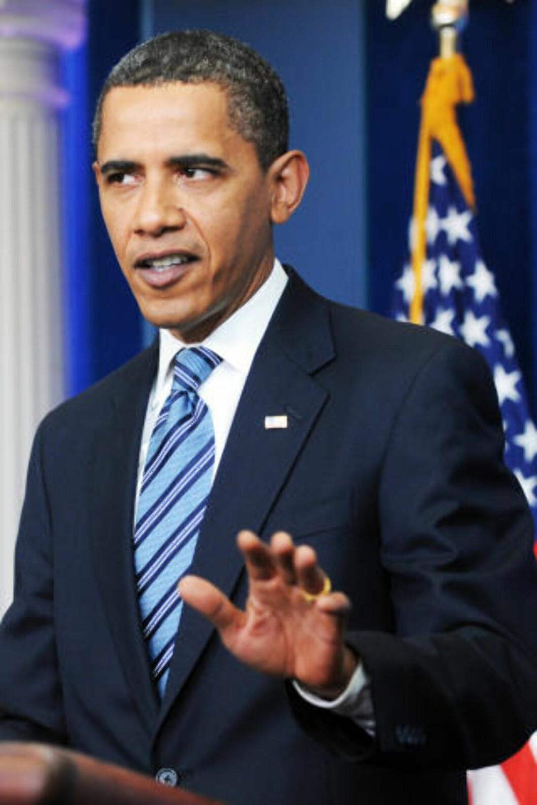 <strong>FIKK KRITIKK:</strong> President Obama har fått kritikk for å uttale seg bastant i sin venn «Skip» Gates' favør. Nå har han invitert sin professorvenn og ansvarshavende politibetjent James Crowley til Det hvite hus for å snakke ut om saken. Foto: MICHAEL REYNOLDS/EPA/SCANPIX