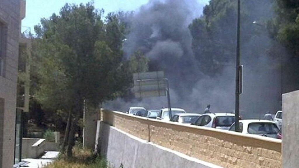 TO DREPT: To politimenn ble drept etter at en bilbombe eksploderte på Mallorca tidligere i dag. Foto:  EPA/CADENASER.COM /SCANPIX