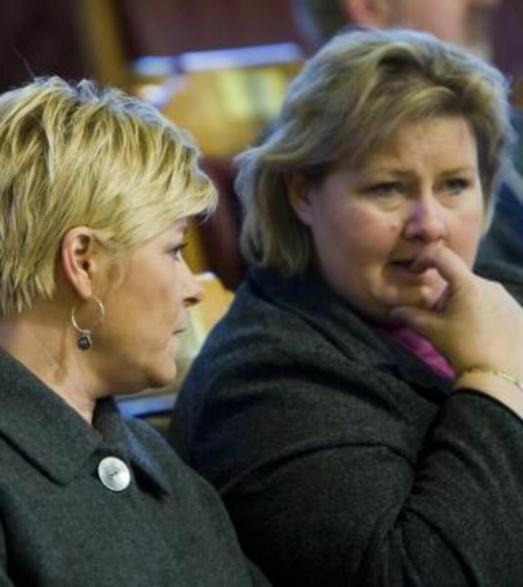 <strong>VIL I REGJERING SAMMEN:</strong> Siv Jensen og Erna Solberg i Stortinget. Foto: Heiko Junge / SCANPIX