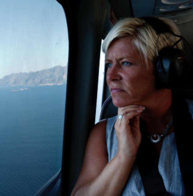 <strong>OVER OLJEN:</strong> Frp-lederen besøkte blant annet Verøy for å diskutere kraftforsyning. Her om bord i helikopter. Foto: Matias Nordahl Carlsen