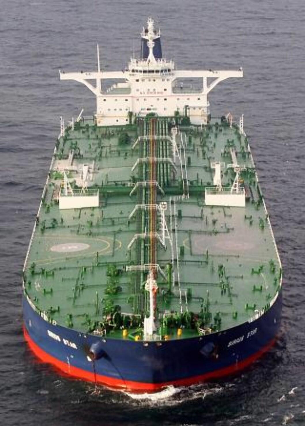 <strong>300 000 TONN:</strong> Tankskip på denne størrelsen er aktuelle for å hente oljen som politikere og oljenæringen vil ilandføre i Lofoten.  Foto: AP