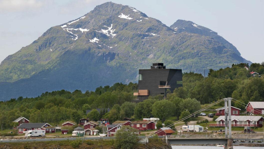 <strong>ÅPNES I DAG:</strong> Slik ser det nye Hamsunsenteret på Hamarøy ut. Prislappen nå er på 142 millioner kroner. Foto: ERNST FURUHATT/SALTEN MUSEUM