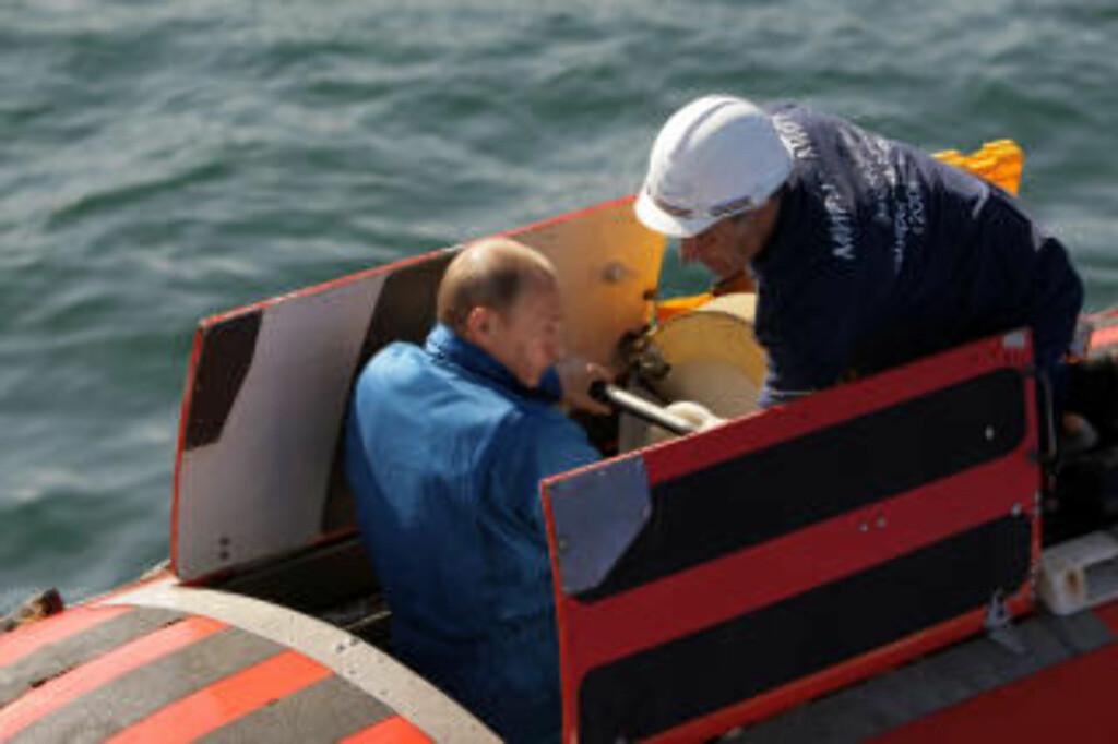 PÅ DYPT VANN: Forrige lørdag var Putin helt nede på 1400 meters dyp i Bajkalsjøen. Foto: AFP PHOTO / RIA NOVOSTI / POOL / ALEXEY DRUZHININ/SCANPIX
