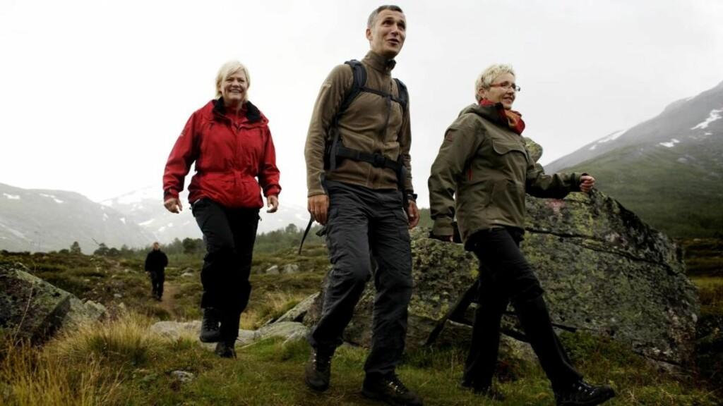 RØDGRØNT:  Regjeringskameratene Jens Stoltenberg, Liv Signe Navarsete og Kristin Halvorsen åpnet Breheimen nasjonalpark i går. Foto: TORBJØRN GRØNNING.