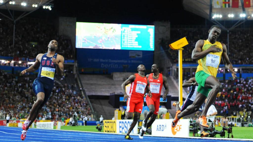 NY DIMENSJON: Usain Bolt forbedret verdensrekorden sin fra 9,69 til 9,58, men tror likevel ikke det er mulig å løpe under 19,30 på det mørkeblå banedekket i den tyske hovedstaden. Foto: SCANPIX/AFP/OLIVIER MORIN