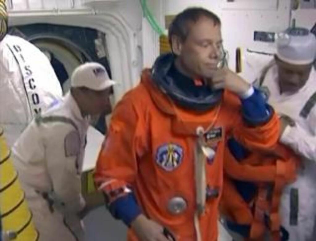 SKUFFET: Mandag måtte Fuglesang forlate romferja, da det ble klart at tordenværet utviste lite samarbeidsvillighet. De to påfølgende forsøkene ble avlyst på grunn av kluss med en hydrogenventil. Foto: NASA TV