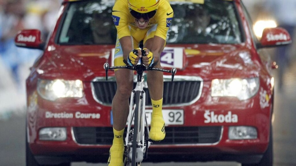 Astana rider and leader's yellow jersey wearer Alberto Contador of Spain crosses the finish line during the individual time trial in the 18th stage of the 96th Tour de France cycling race in Annecy, July 23, 2009.  REUTERS/Eric Gaillard  (FRANCE SPORT CYCLING IMAGES OF THE DAY)