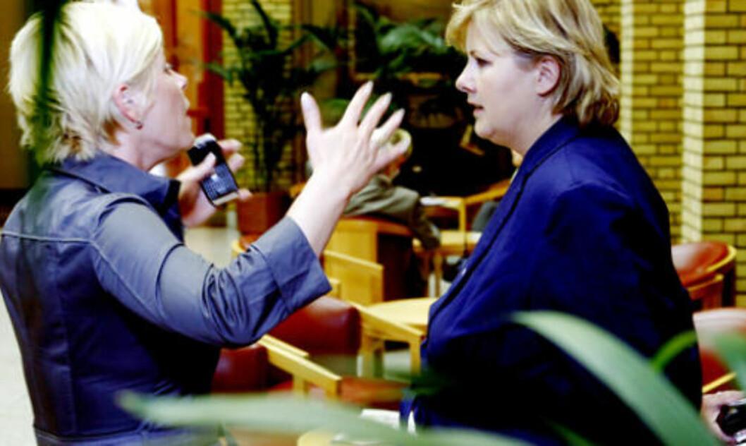 MULIG REGJERING: Frp-leder Siv Jensen og Høyre-leder Erna Solberg i vandrehallen på Stortinget. Foto: Jacques Hvistendahl / Dagbladet