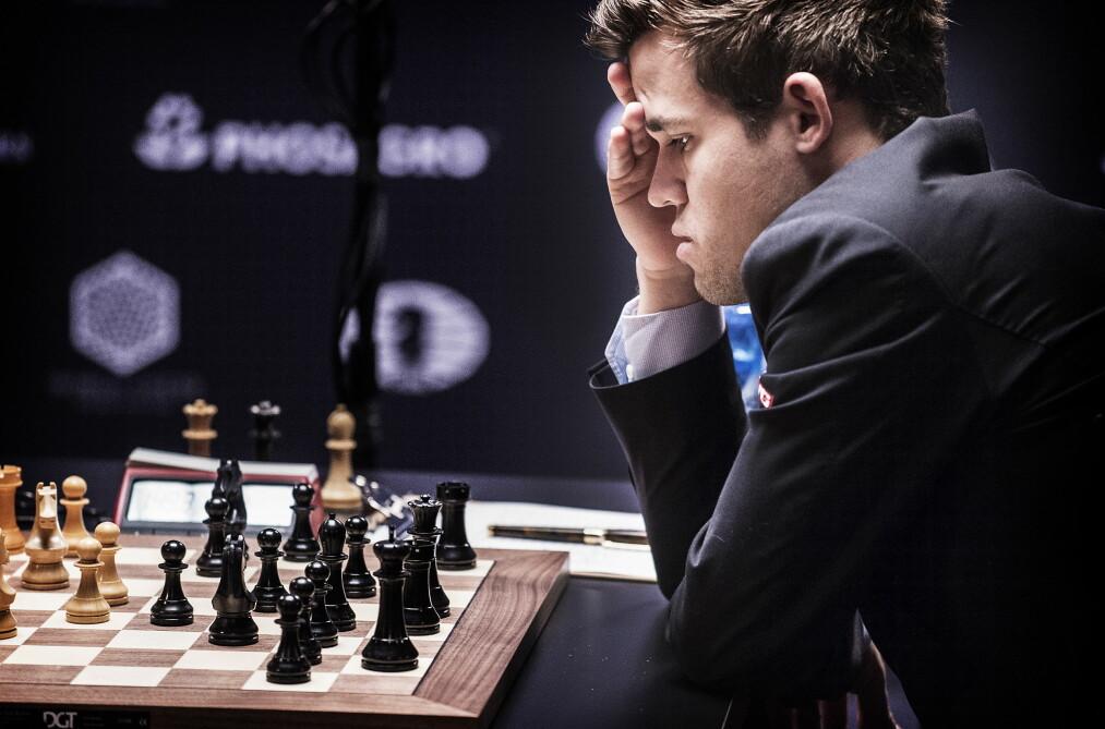 <strong>INTENST:</strong> Sergej Karjakin og Magnus Carlsen gikk i dag løs på et nytt VM-parti i New York.  Foto: Hans Arne Vedlog/Dagbladet