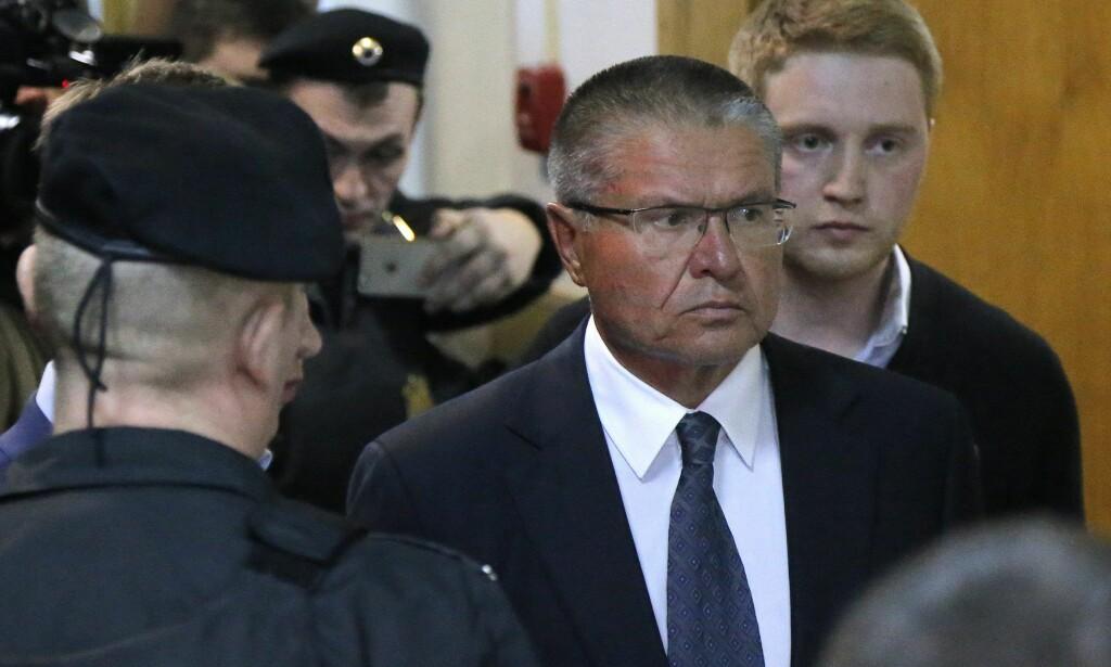 DØMT: Russlands tidligere økonomiminister, Alexei Ulyukayev, ble i dag dømt til åtte års fengsel Foto: Maxim Shipenkov / EPA / Scanpix