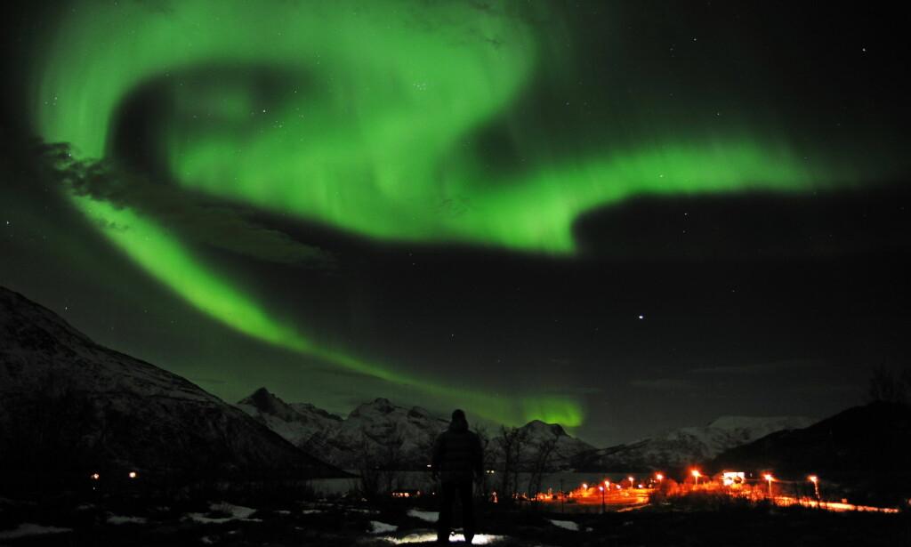 MILLIARDOMSETNING: Før lå Nord-Norge nærmest brakk som turistdestinasjon om vinteren. Takket være satsing på en rekke aktiviteter - og nordlyset - kommer det nå stadig flere vinterturister til landsdelen. Foto: NTB Scanpix