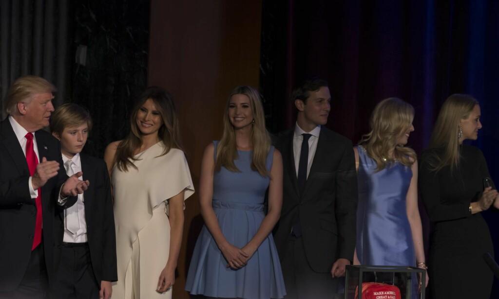 NY ÆRA: Donald Trump med familien etter at det var klart at Donald blir den 45. presidenten i USA, en ny æra kan være startet. FOTO: NTB SCANPIX
