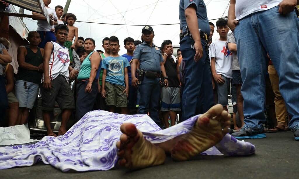 KRIGEN MOT NARKOTIKA: President Rodrigo Dutertes har tatt krigen mot narkotika i Filippinene til nye høyder. Hittil er over 4000 drept. Også her til lands har vi en krig mot narkotika. Kan den rettferdiggjøres, spør Aksel Braanen Sterri. Foto: AFP PHOTO / TED ALJIBE