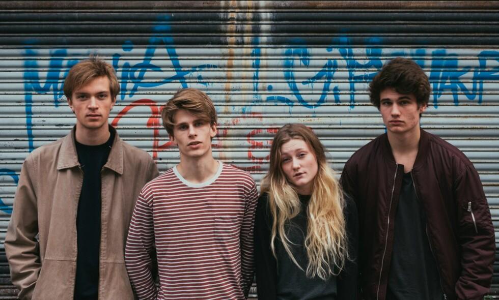 STRAK LANGFINGER: Bandet Sløtface tar et oppgjør med det de mener er dårlige holdninger overfor kvinner. Foto: William Glandberger
