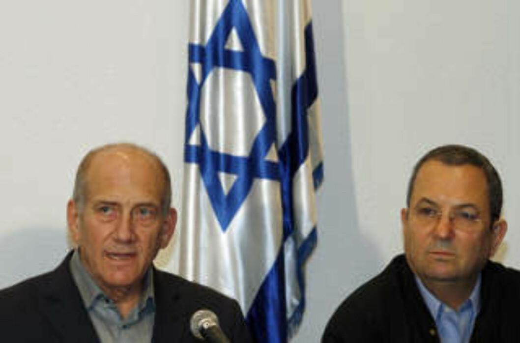 <strong>FORKLARER:</strong> Ehud Olmert og Ehud Barak holdt pressekonferanse i Tel Aviv i går. Foto: Gil Cohen Magen/REUTERS/Scanpix