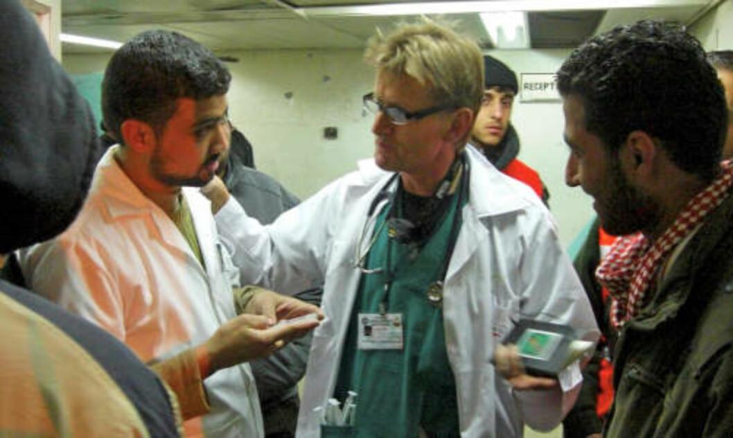 <strong>GAZAS TALERØR:</strong> Mads Gilbert har jobbet døgnet rundt på Shifa-sykehuset de siste dagene. Sammen med kollega Erik Fosse har han vært Gazas talerør ut til norske og internasjonale medier.  FOTO: NORWAC/SCANPIX