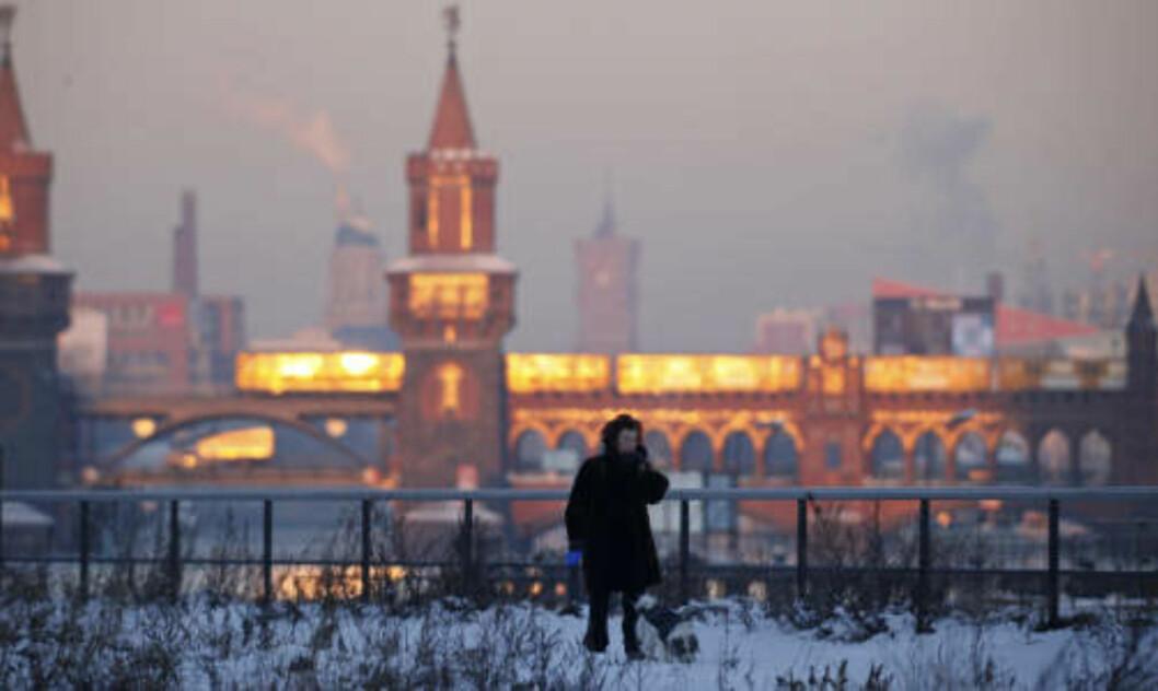 <strong>KALDT:</strong> Gradestokken har krøp under 20 minus i Tyskland i natt. Det er den kaldeste natta i landet på 22 år. Foto: JOHANNES EISELE/Reuters/Scanpix
