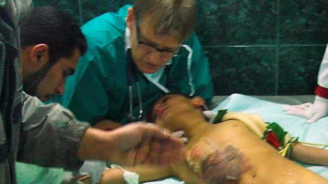 <strong>MADS GILBERT:</strong>  I en spesialutgave av legetidsskriftet Lancet kaller Mads Gilbert forholdene på sykehusene på Gaza for et marerittaktig blodbad. Men en Israel mener Gilbert har fantasi som er Dantes verdig.  Lege Mads Gilbert under en av mange operasjoner på Shifa-sykehuset i Gaza. Foto Norwac 2009 / SCANPIX