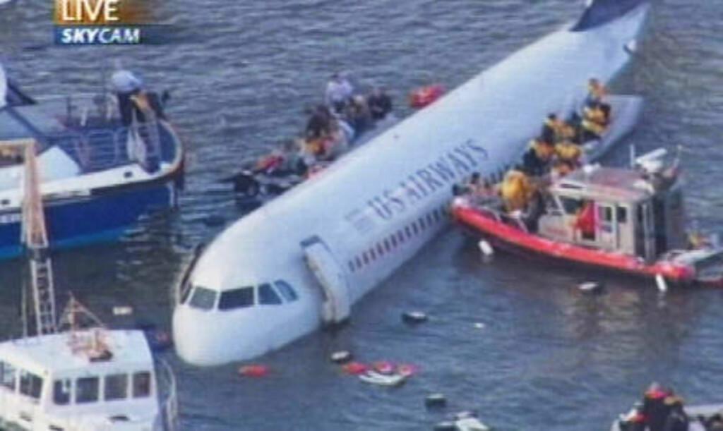 DRAMATISKE SCENER: Ingen er i tvil om at det kunne gått langt, langt verre, og den snarrådige piloten betegnes i kveld som en helt.
