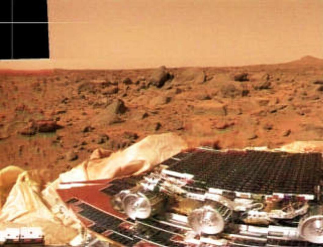 <strong>GOLDT LANDSKAP:</strong> Bilde fra «Mars Pathfinder»-ekspedisjonen, som landet på den røde planeten i 1997. Dette var de første bildene fra Mars' overflate siden «Viking»-ekspedisjonene i 1976. Foto: NASA TV/AP/SCANPIX