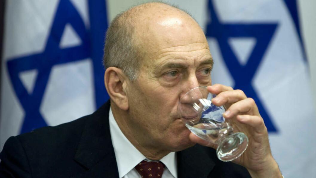 <strong>VURDERER VÅPENHVILEN:</strong> Israels statsminister Ehud Olmert. Foto: REUTERS/Paul Hanna/SCANPIX