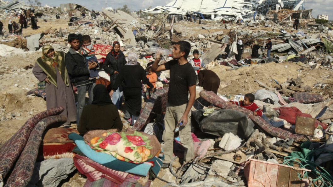 BOMBET I DAG: Israels bombing etter raketter fra Gaza skadet flere hus og drepte en mann i dag tidlig: Foto: REUTERS/Suhaib Salem