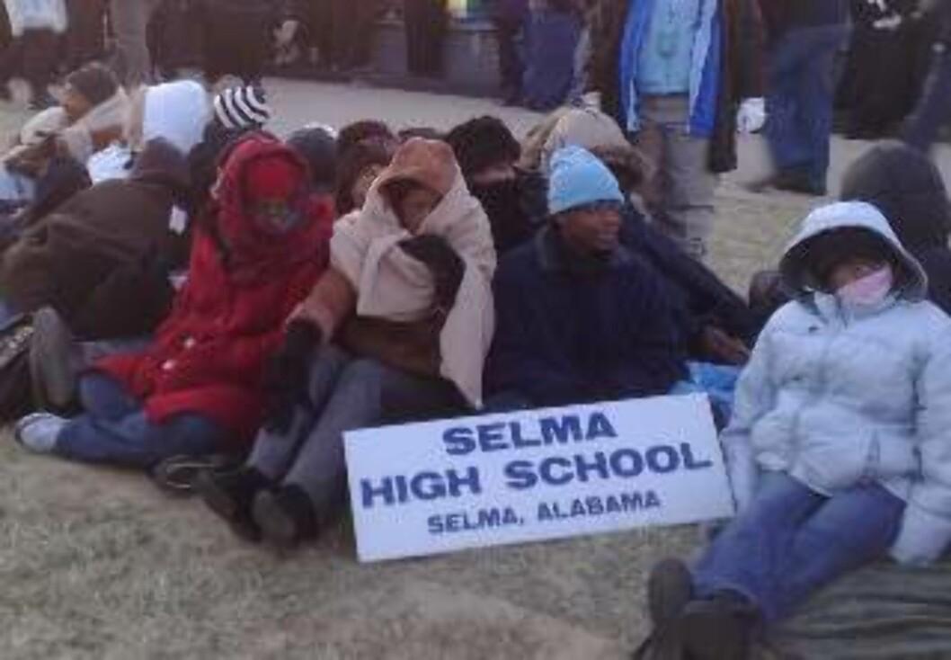 <strong>FROSNE UNGDOMMER:</strong> Elevene fra Selma High School er ikke vant til vinterkulda i Washington D. C. - Vi kom hit fordi vi ville ta del i dette historiske øyeblikket, sier Marshey Pritchett (15) til Dagbladet.no. Foto: Sveinung Uddu Ystad