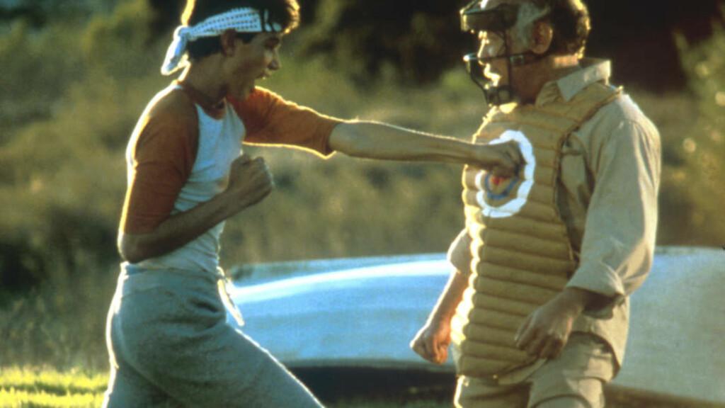ORIGINALEN: Filmen fra 1984 betyr mye for mange. Flere fans har erklært seg negative til planene om en nyinnspilling - til Ralph Macchios store glede.