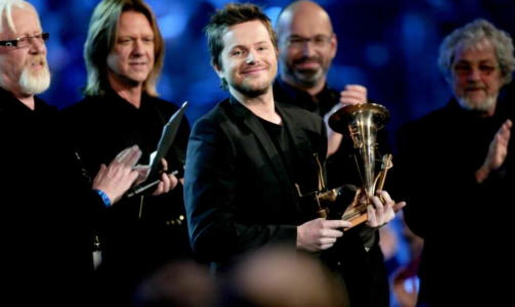 OVERLEVERT AV HELLBILLIES: Espen Lind ble tildelt prisen som Årets spellemann under lørdagens utdeling av Spellemannprisene 2008 i Oslo Spektrum. Foto: Stian Lysberg Solum / SCANPIX