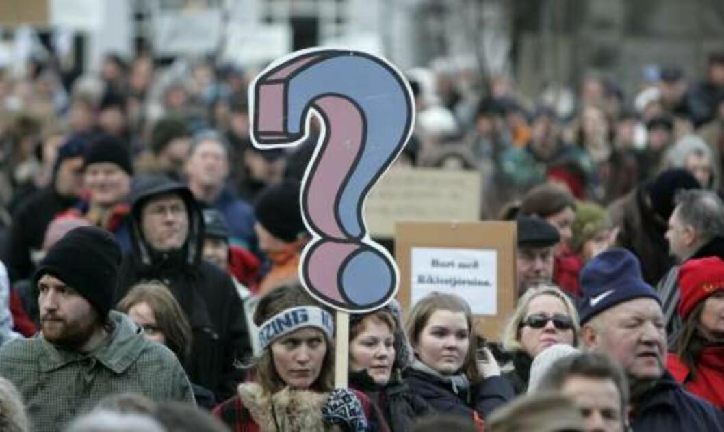 <strong>FIKK SOM DE VILLE:</strong> Demonstrasjonene har pågått i snart en uke. I dag fikk de det som de ville: - Regjeringen går av. REUTERS/Ints Kalnins/SCANPIX