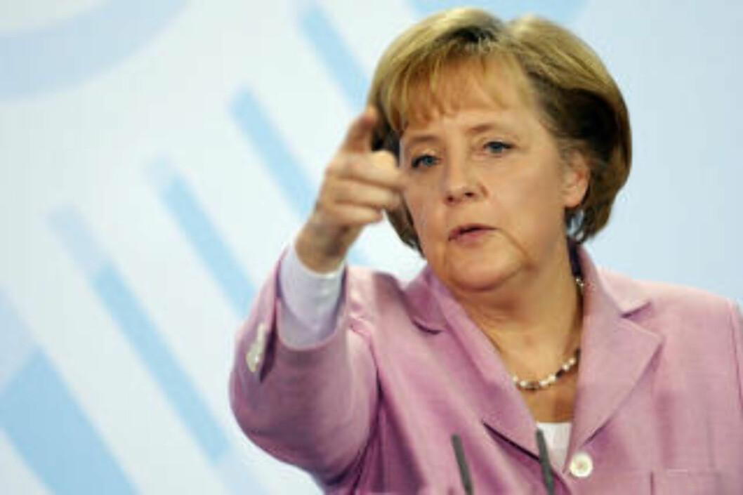 <strong>KLAR TALE:</strong> Tysklands forbundskansler Angela Merkel var blant dem som åpent kritiserte pavens oppheving av ekskommunikasjonen. Foto: AFP PHOTO   DDP/ MICHAEL GOTTSCHALK/SCANPIX