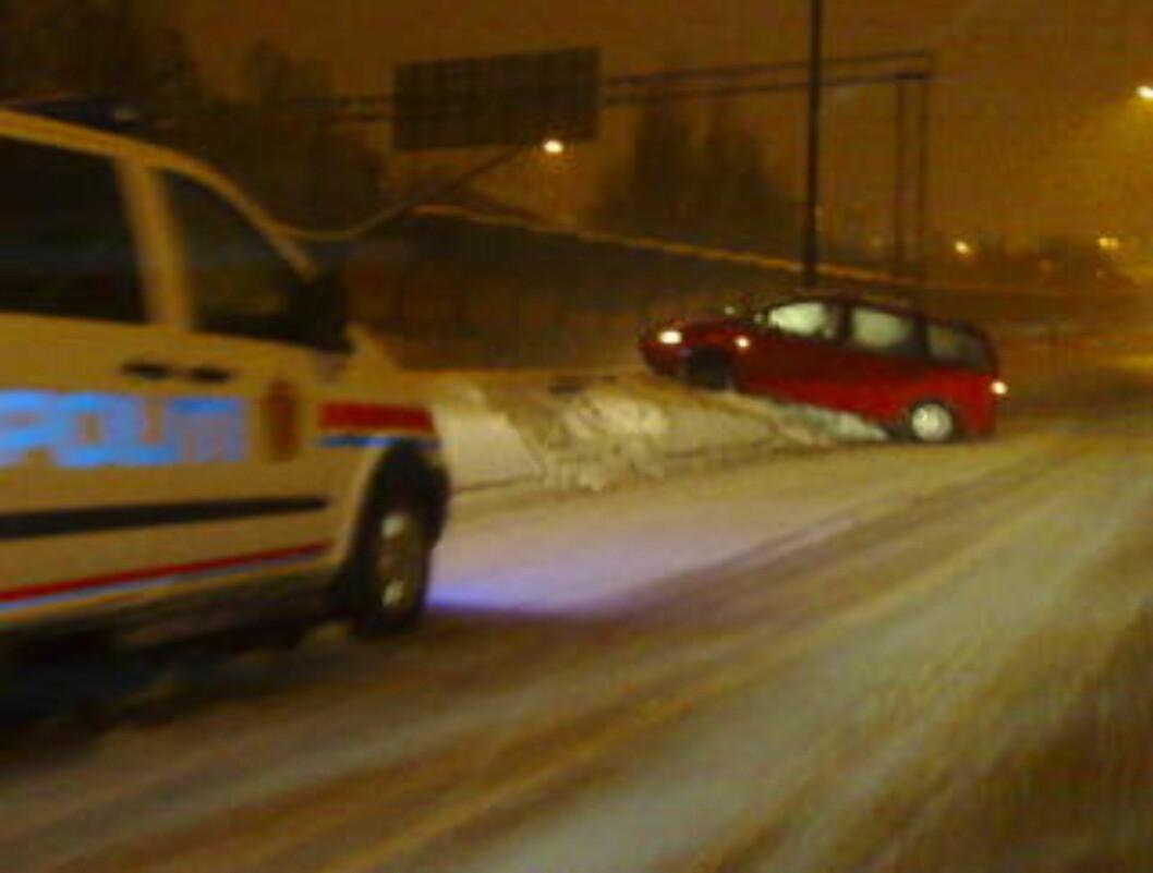 <strong>ENDTE I GRØFTEKANTEN:</strong>  Her endte bilturen for denne uheldig bilføreren. Foto: Øisten N. Monsen