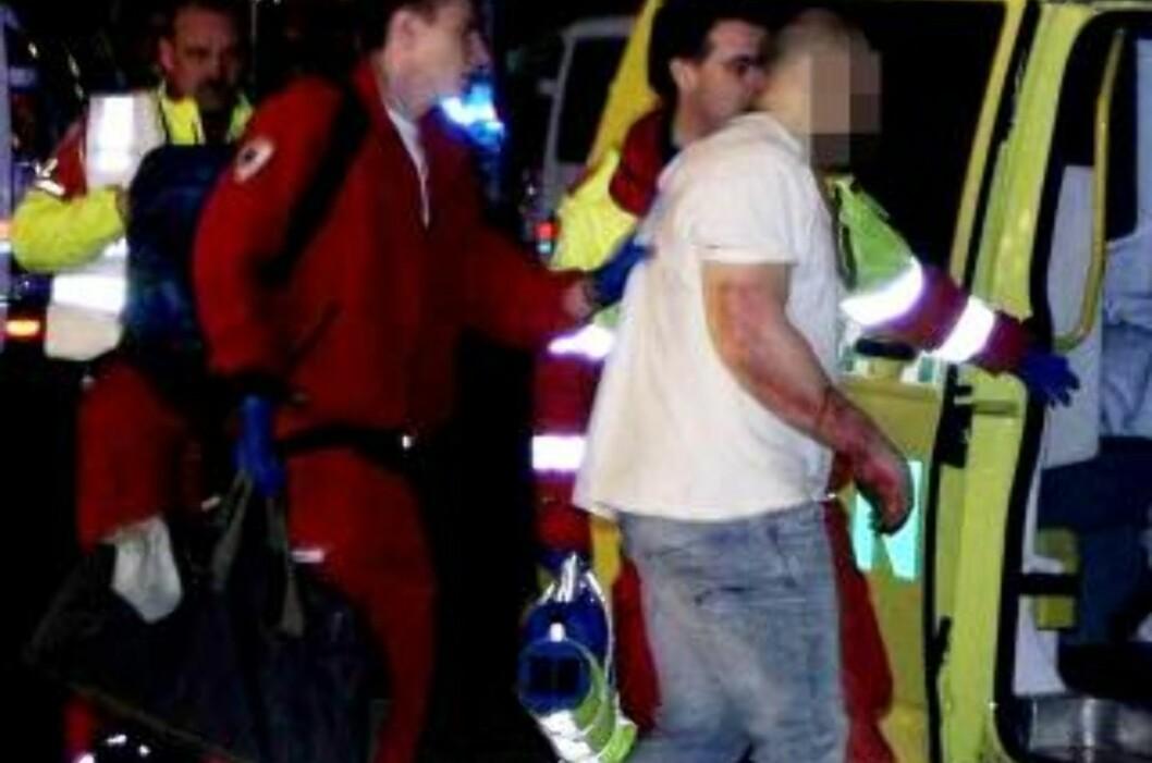 <strong>FÅR HJELP:</strong> Flere ambulanser kom til og hjalp de skadde. Foto: ROGERIO SNARLI