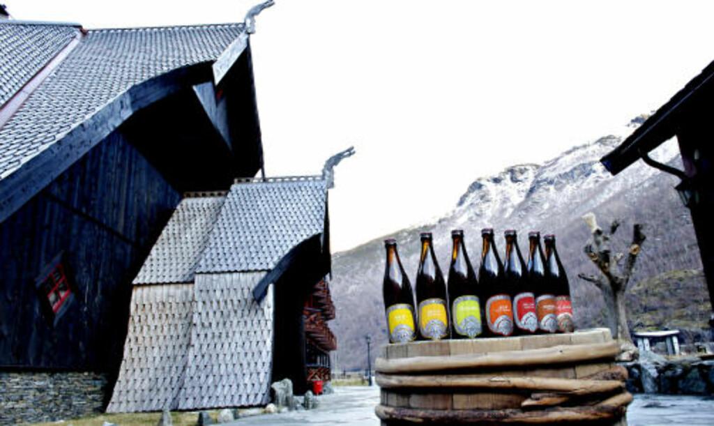 DRAGEØL: Sju sorter på flaske med Ægir bryggeripub i bakgrunnen.